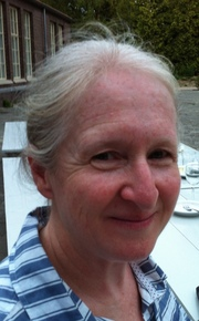 Dr Amanda Niland