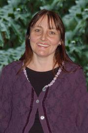 Ms Elizabeth Leonard